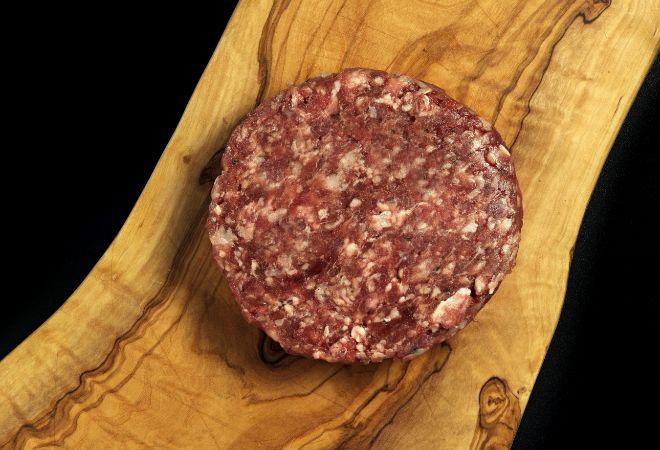 Hamburguesa elaborada con carne de terneras jóvenes de la zona de Aliste, Sanabria y Sayago (en Zamora) con Indicación Geográfica Protegida.