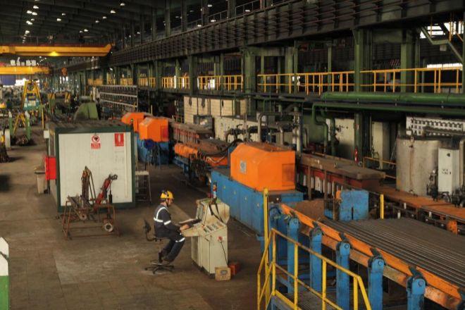 El tejido empresarial se estabilizó en Euskadi en julio y agosto. En la imagen, la fábrica de Sidenor.
