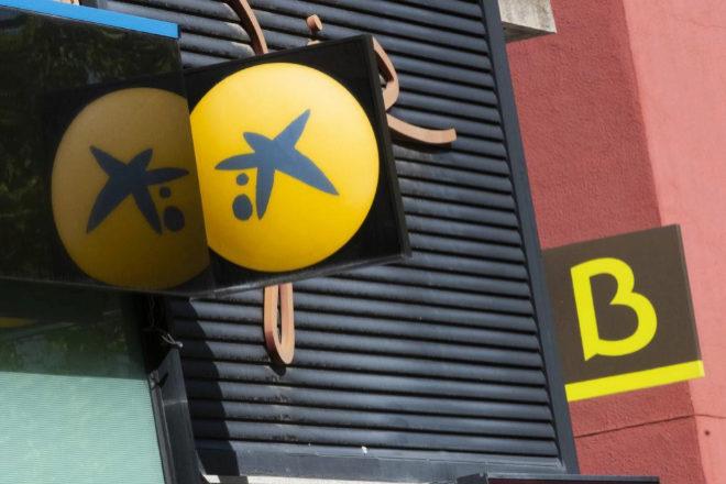 Logotipos de CaixaBank y Bankia.