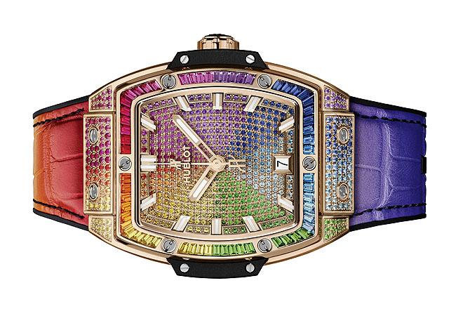 """HUBLOT. Spirit of Big Bang King Gold Rainbow Está claro que en Hublot saben hacer relojes espectaculares. Lo es este modelo de caja tonel, de 39 mm de diámetro y realizado en King Gold, aleación de oro rosa exclusiva de la marca. El engaste incluye 164 gemas en la caja, 62 en talla """"baguette"""" en el bisel y 431 en la esfera. Cuenta con movimiento automático y correa de piel de aligátor. 94.700 euros."""