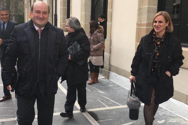 El presidente del PNV, Andoni Ortúzar; y la responsable del partido en Bizkaia, Itxaso Atutxa.