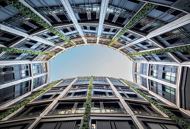 Vista desde el patio. El hotel se distribuye en ocho plantas, con las habitaciones entre las plantas segunda y sexta.
