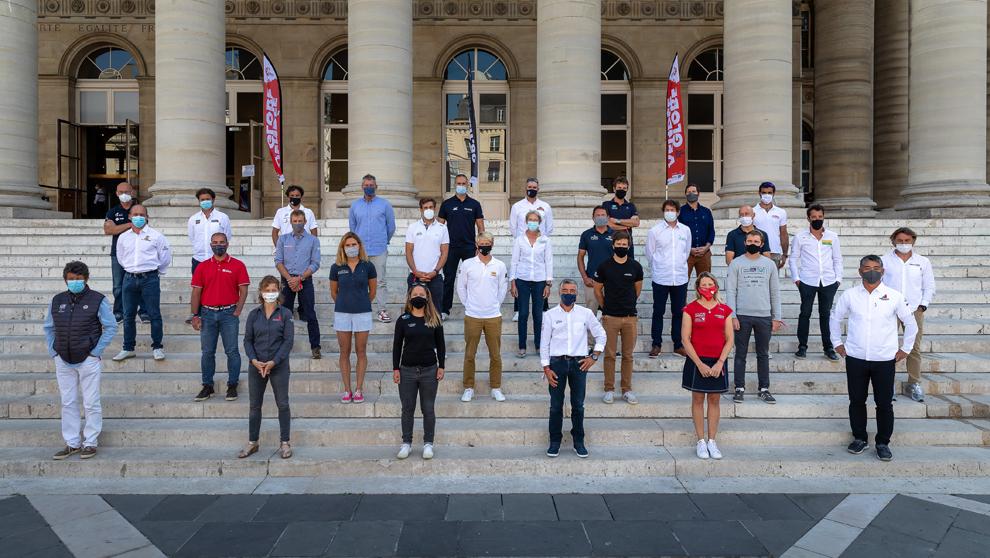 Los 33 patrones de la Vendée Globe, este jueves en el Palais...