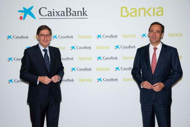 Joseé Ignacio Goirigolzarri y Ganzalo Gortázar, hoy, en la sede de CaixaBank.