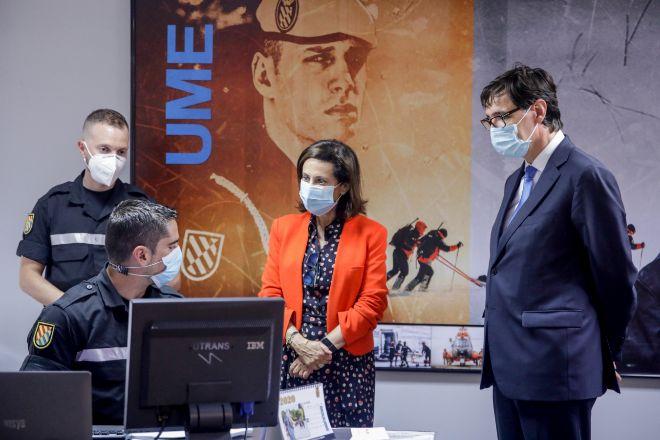 El ministro de Sanidad, Salvador Illa, y la ministra de Defensa, Margarita Robles, visitan la Unidad Militar de Emergencias (UME), en la Base aérea de Torrejón de Ardoz.