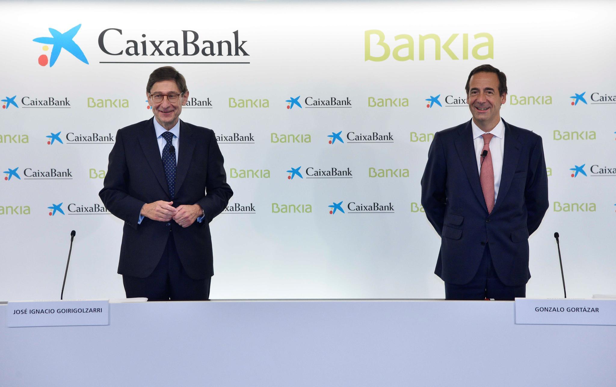 José Ignacio Goirigolzarri, presidente de Bankia, y Gonzalo Gortázar,  consejero delegado CaixaBank.