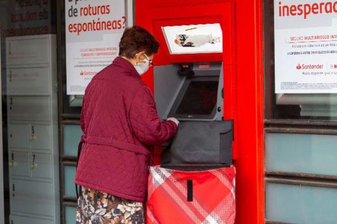El confinamiento hundió un 51,79% el uso de los cajeros y un 17,13% las compras con tarjeta