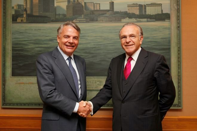 Ignacio Garralda, de Mutua Madrileña, e Isidro Fainé, presidente de Criteria, firmaron de su alianza en 2011.