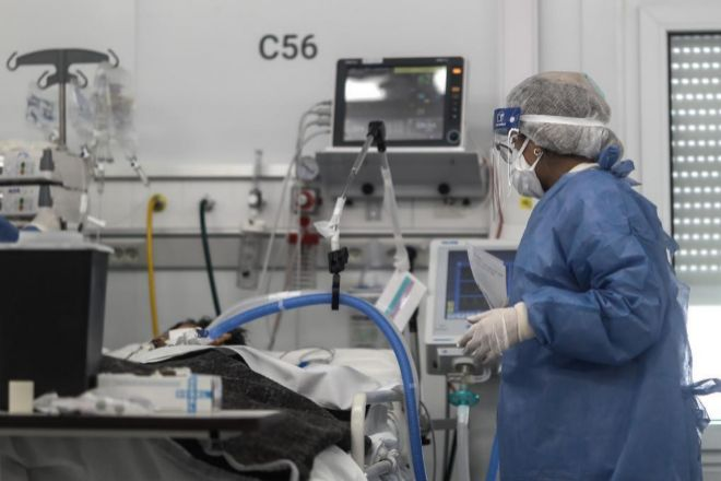 Veinte científicos vuelven a pedir que se revise la forma de gestionar la pandemia en España