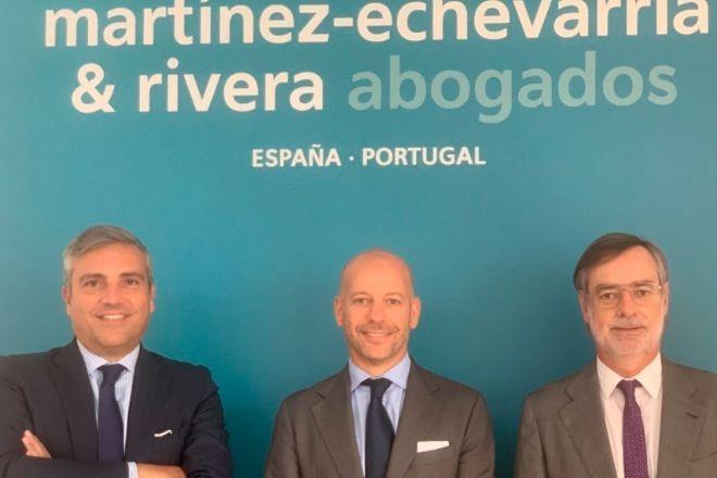 De izqda. a dcha., Vicente Morató, Javier Lacleta y José Manuel Villegas.