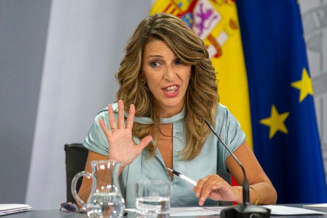 La ministra de Trabajo y Economía Social, Yolanda Díaz, durante la rueda de prensa celebrada ayer tras el Consejo de Ministros que aprobó la nueva regulación del trabajo a distancia.