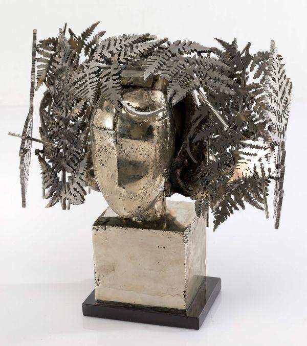 Obra de Manolo Valdés. Realizada  en bronce patinado en metal...