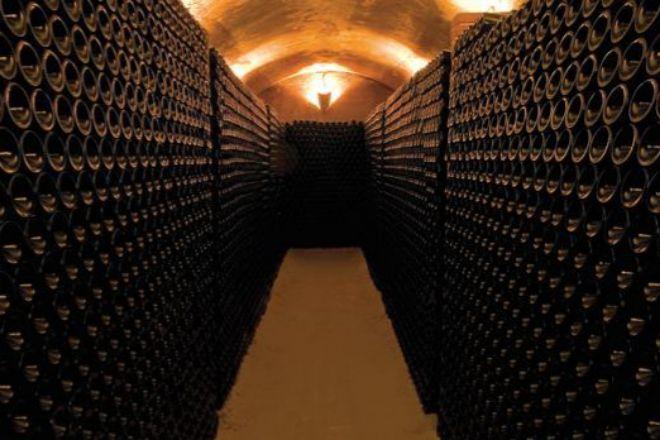 Bodegas De Alberto, una de las premiadas y una de las más visitadas por sus espectaculares bodegas subterráneas del siglo XVII.