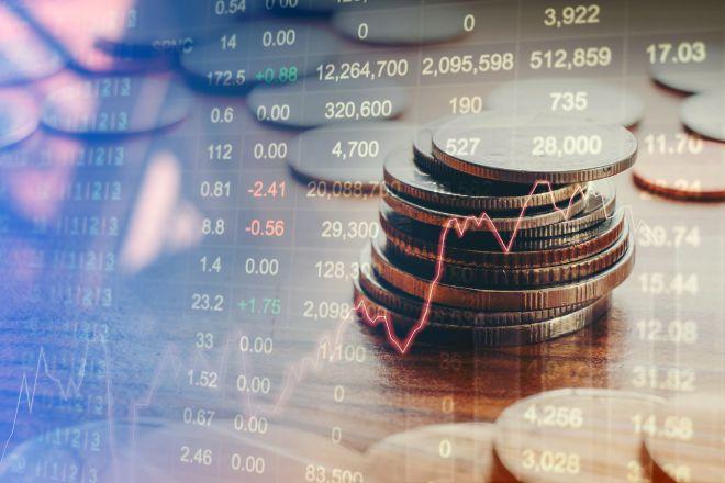 Monedas con gráficos y cotizaciones de fondo