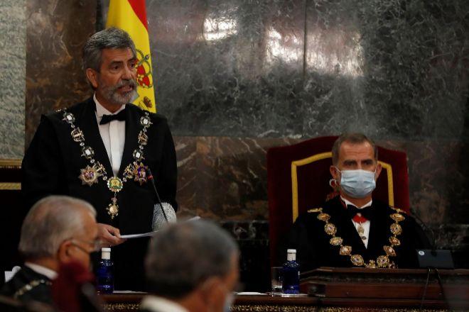 El presidente del Consejo General del Poder Judicial, Carlos Lesmes, interviene en presencia del rey Felipe VI, al inicio del acto de inauguración del año judicial en una ceremonia celebrada el 7 de septiembre en el Salón de Plenos del Tribunal Supremo, en Madrid.