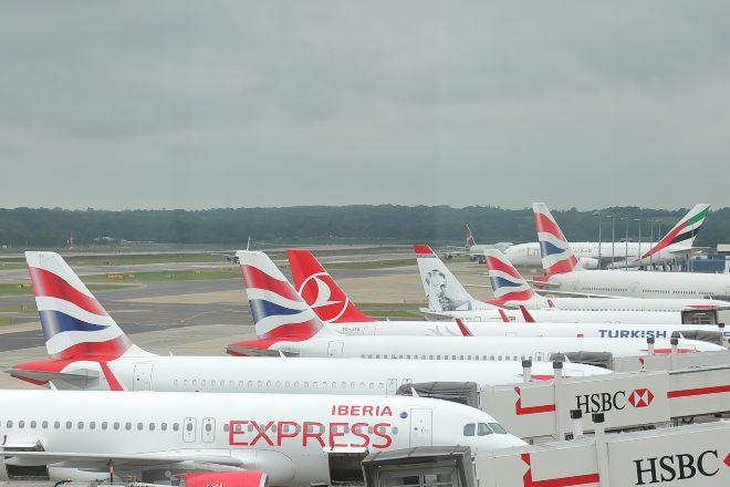Aviones de Iberia y de British Airways en el aeropuerto de Gatwick