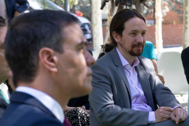 El presidente del Gobierno, Pedro Sánchez (i), y el vicepresidente segundo del Gobierno, Pablo Iglesias.