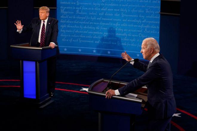 Donald Trump y Joe Biden durante el debate celebrado en la Universidad Case Western Reserve en Cleveland (Ohio).
