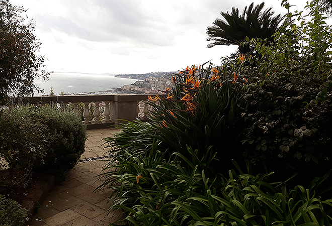 Uno de sus jardines, en el golfo de Nápoles