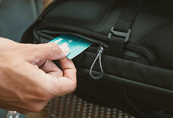 Con su sistema compartimentado y la solución Wardrobe Travel System, Shell permite acceder al equipaje sin desorganizarlo.