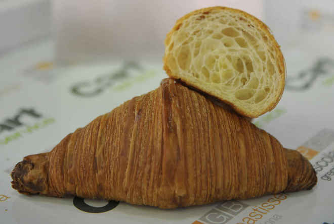 Imagen del croissant de Andreu Sayó, de la pastelería Brunells, que se ha alzado vencedor en el concurso de Mejor Croissant Artesano de España 2020.