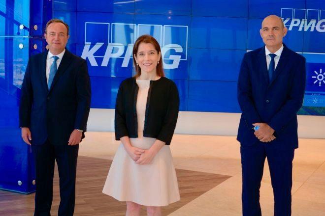 Alberto Estrelles (socio director), Teresa Quiñones (socia) y Francisco Uría (socio principal), de KPMG Abogados