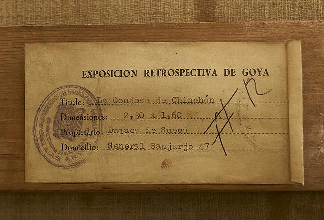 Etiquetas en el bastidor del cuadro. La de arriba. da cuenta de su traslado al museo al poco de estallar la Guerra Civil; la de la abajo., de su exhibición en una retrospectiva de 1951.