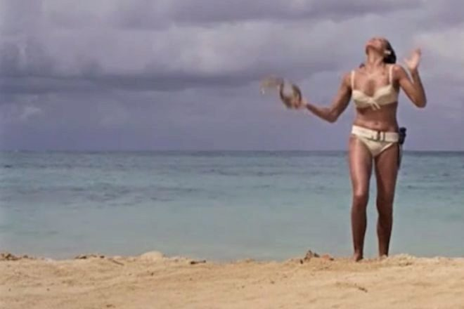 Sale a subasta el icónico bikini de Ursula Andress desde 500.000 euros
