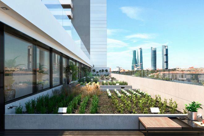 Huerto urbano de Skyline, residencial de dos torres en altura de Stoneweg en el madrileño barrio de Tetuán, con viviendas de uno a tres dormitorios, desde 295.000 euros. Vende CBRE.