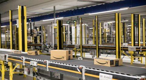 Las empresas de paquetería amplían sus naves logísticas para...