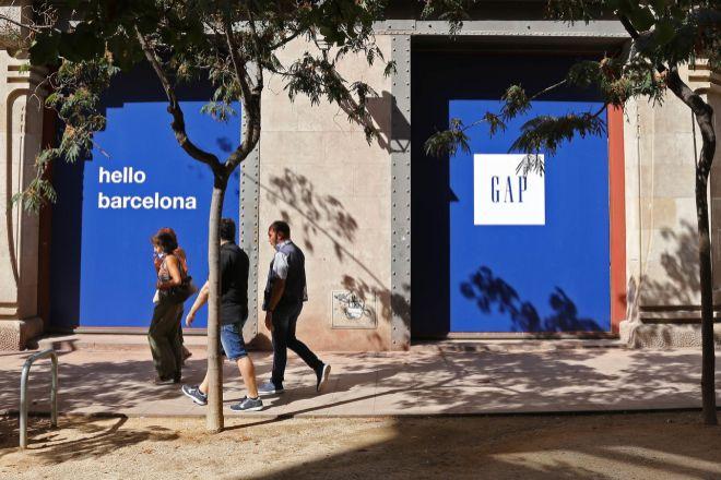 Tiendas cerradas en Barcelona por el Covid-19, en una imagen de archivo.