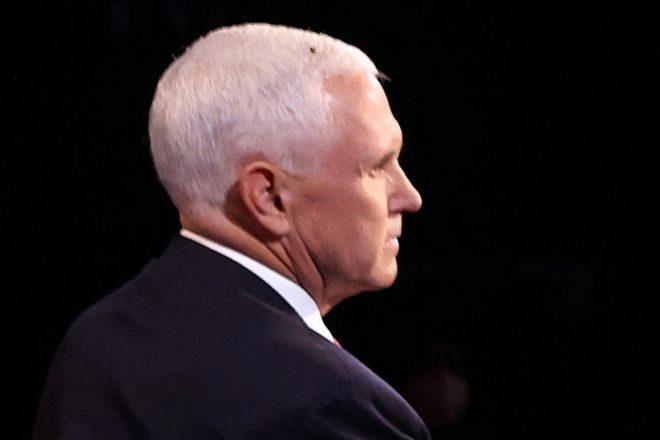 Una mosca se posó sobre la cabeza de Mike Pence durante el debate entre los candidatos a la Vicepresidencia de Estados Unidos celebrado el miércoles pasado en Salt Lake City (Utah).