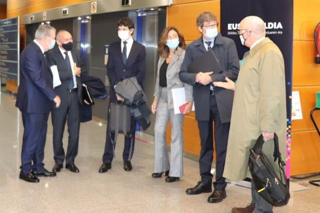 Responsables del Gobierno vasco y de las Diputaciones, antes de la reunión del Consejo de Finanzas, este jueves en Vitoria