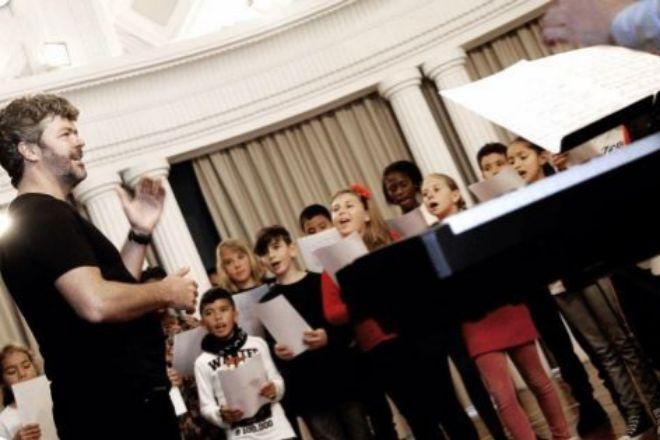 Pablo Heras-Casado toma la batuta contra la pobreza infantil en el Teatro Real