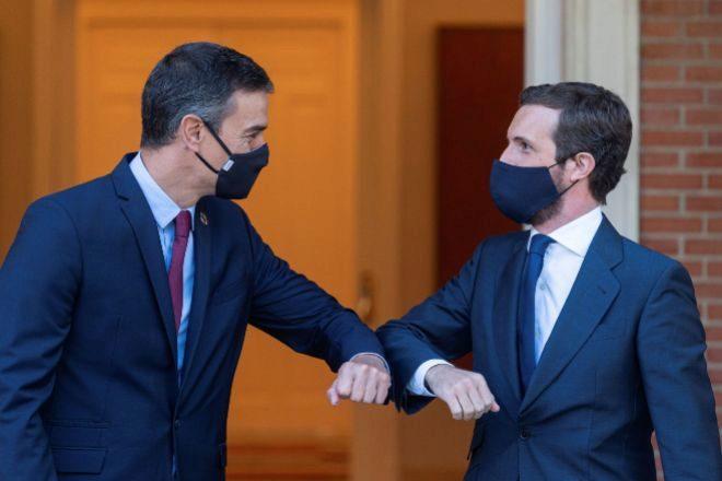 El presidente del Gobierno, Pedro Sánchez, y el líder de la oposición, Pablo Casado.