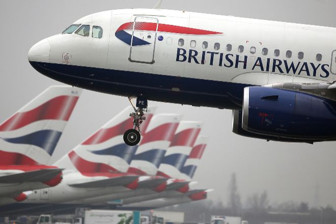 Aviones de British Airways (IAG) en el aeropuerto londinense de Heathrow