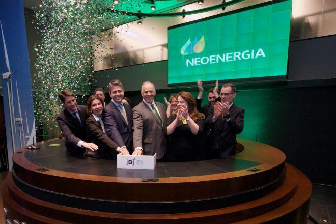 El director general de Neoenergía, Mario José Ruiz-Tagle, en el centro, durante la salida a bolsa de la compañía.
