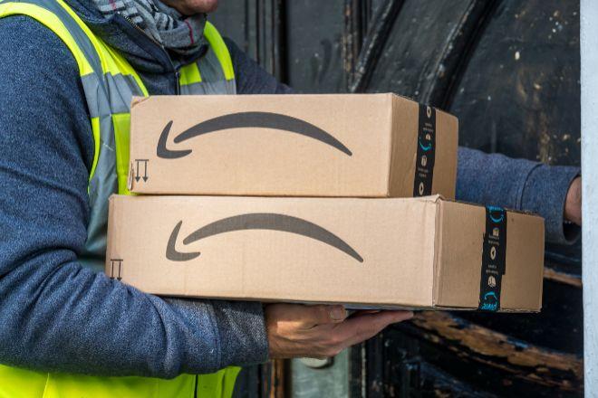 Repartir de Amazon con paquetes.