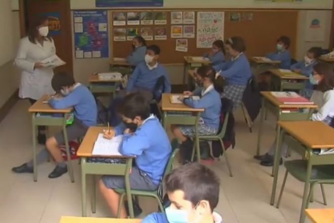 El CSIC recomienda abrir puertas y ventanas de las aulas seis veces por hora