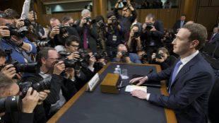 El CEO de Facebook, Mark Zuckerberg, durante su comparecencia en el...