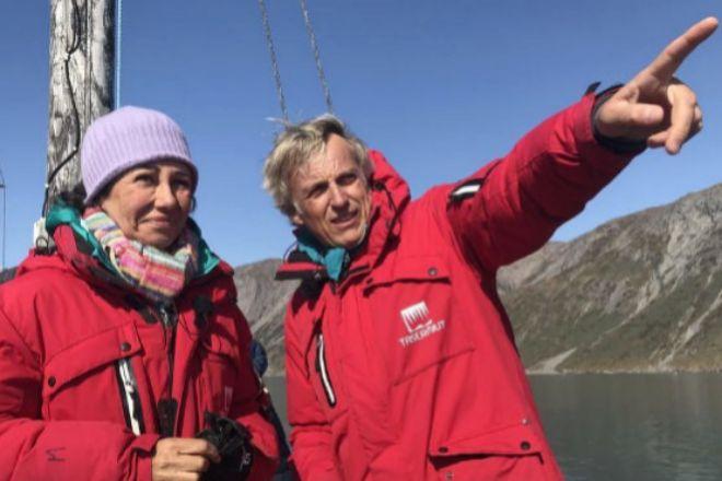 La presidenta de Santander, Ana Botín, junto al presentador Jesús Calleja, en un momento de su viaje a Groenlandia.