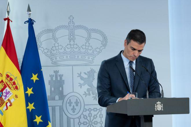 El presidente del Gobierno, Pedro Sánchez, durante la rueda de prensa tras el Consejo de Ministros Extraordinario celebrado para declarar el segundo estado de alarma en España por la pandemia del Covid-19.