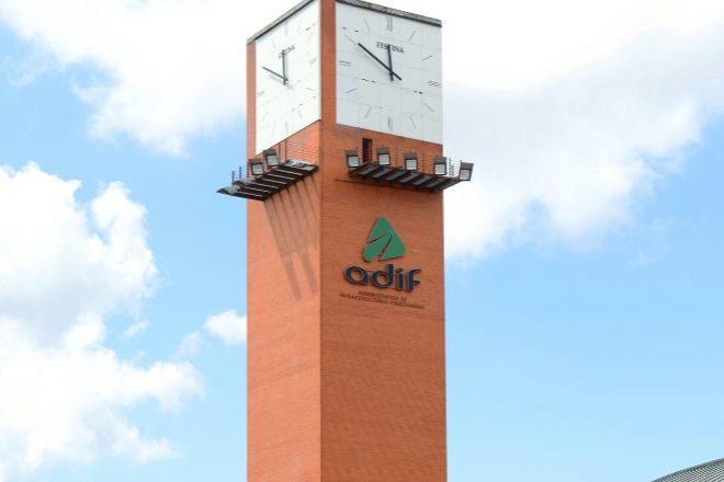 Reloj de la Estación de Atocha de Adif, en Madrid.