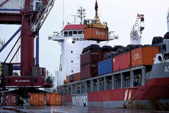 La huelga afecta duramente al suministro de las empresas vascas, que ven rota su cadena logística.