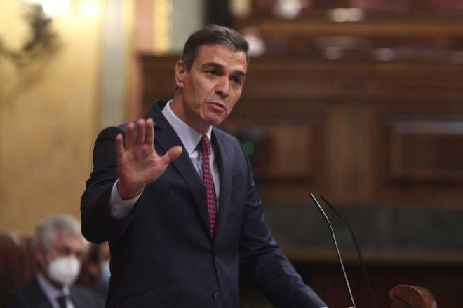 El presidente del Gobierno, Pedro Sánchez, durante la segunda sesión del pleno en el Congreso de los Diputados en el que se debatió la moción de censura planteada por Vox.