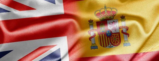 Montaje de la bandera británica y española.