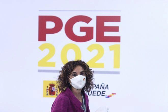 La ministra portavoz y de Hacienda, María Jesús Montero, a su llegada a una rueda de prensa posterior al Consejo de Ministros, en la que ha detallado las claves de los Presupuestos Generales del Estado.