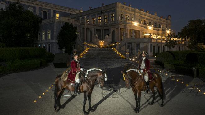 los jinetes Vasco Pinto y Carlos Tomás en el Palacio Nacional de Queluz (Sintra).