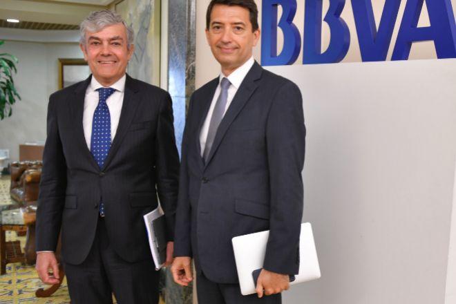 De izda. a dcha.: Carlos Gorria, director Territorial Norte de BBVA y Rafael Domènech, economista jefe de Análisis Macroeconómico de BBVA Research.