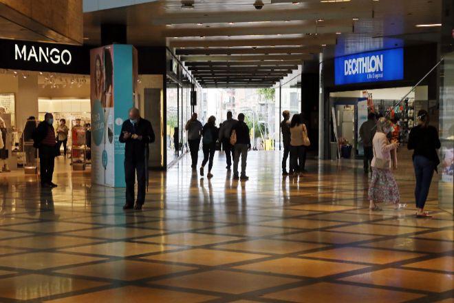 Pasillos del centro comercial L'illa Diagonal, situado en el distrito barcelonés de Les Cortes.
